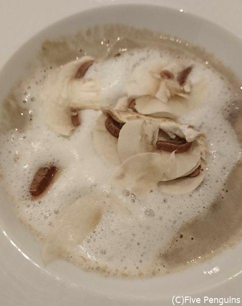 素材そのまま楽しめる舟形マッシュルームのクリームスープ