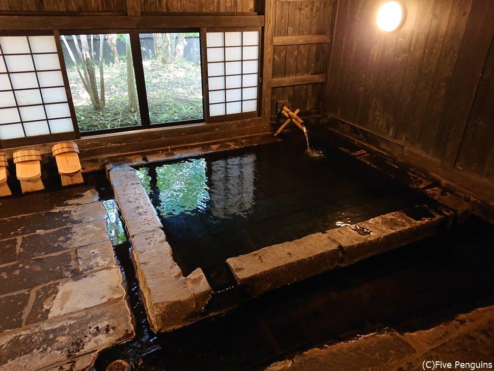 味のあるお風呂は宿の自慢!どこか昔懐かしい雰囲気を感じさせます。