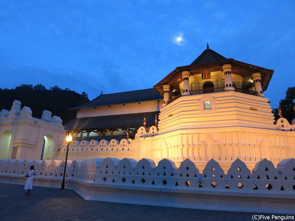 世界遺産のキャンディ・仏歯寺