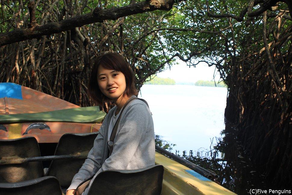 ボートに乗ってマングローブ ボートサファリ