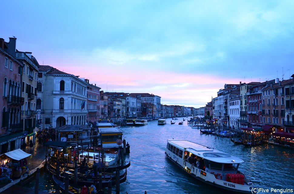 冬の足音が近づくベネチアは神秘的で豊かな水面の音が心地良い