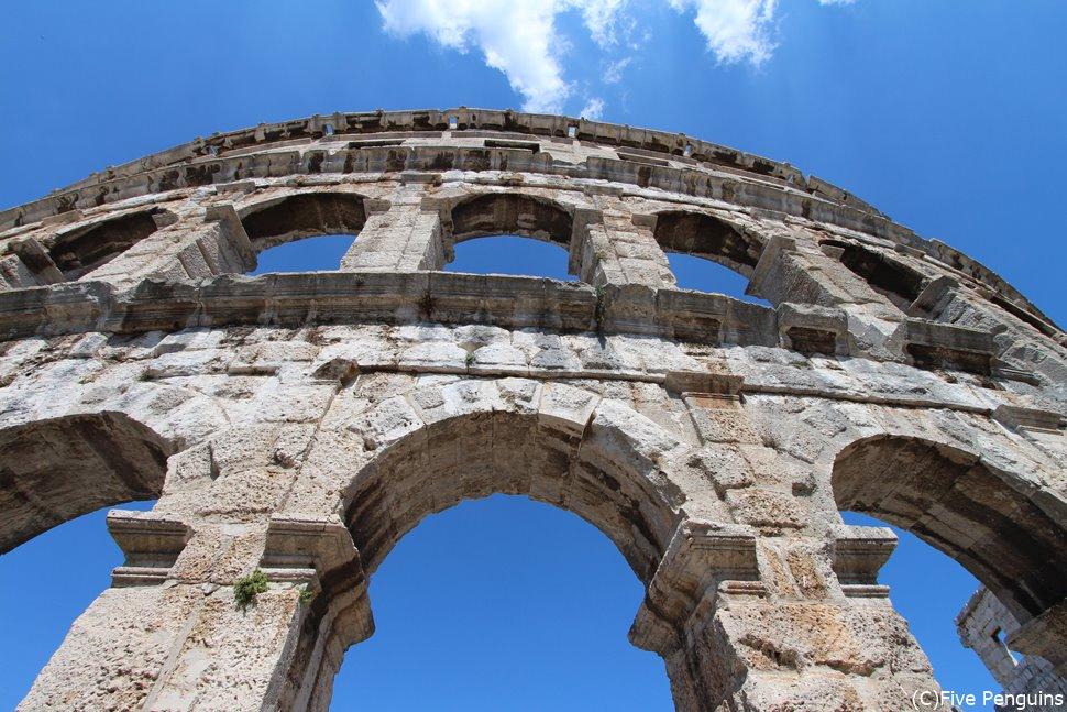 プーラの円形劇場は大迫力の古代ローマ時代建築!