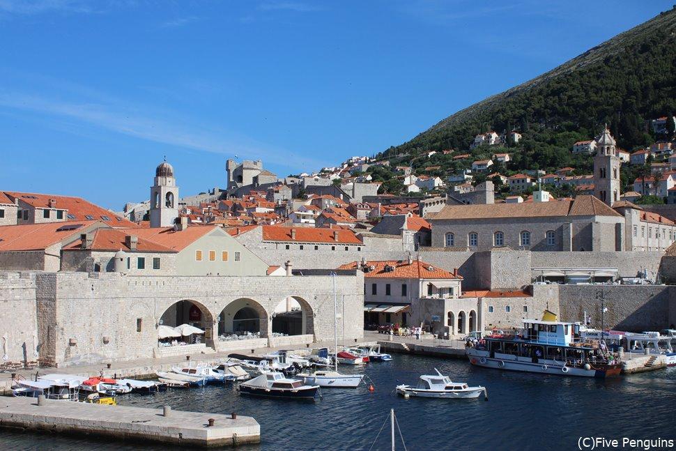 よく晴れた空が似合うドブロヴニクの旧港には夏に訪れたい!