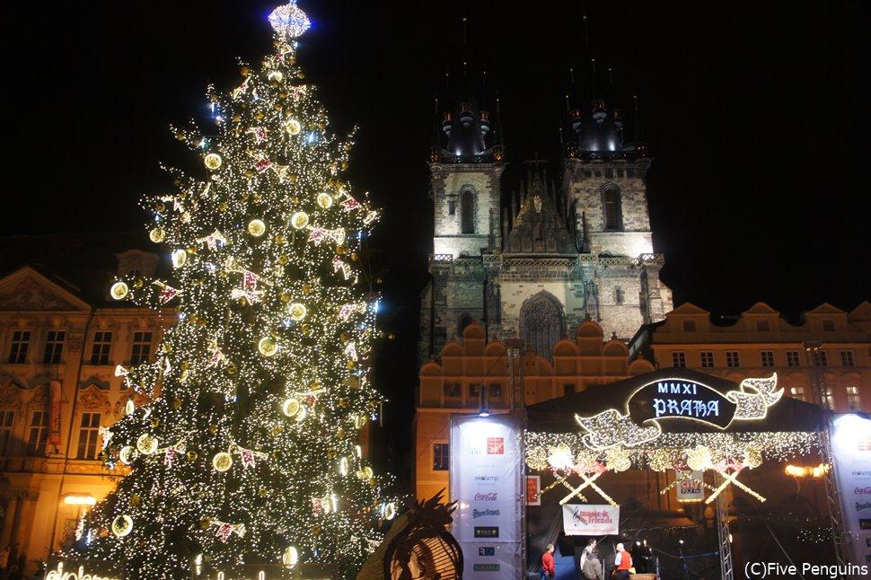 プラハの広場がキラキラと輝くクリスマスマーケットの時期も見逃せない!