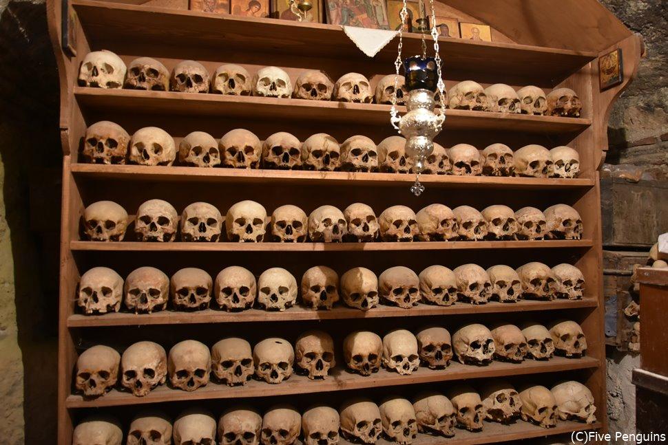 メガロ・メテオロン修道院の骸骨室。ちょっと怖いけど見てみたい。