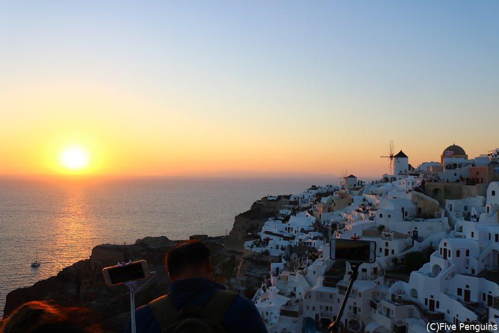 美しいイアの夕陽を見に行くことはできる?
