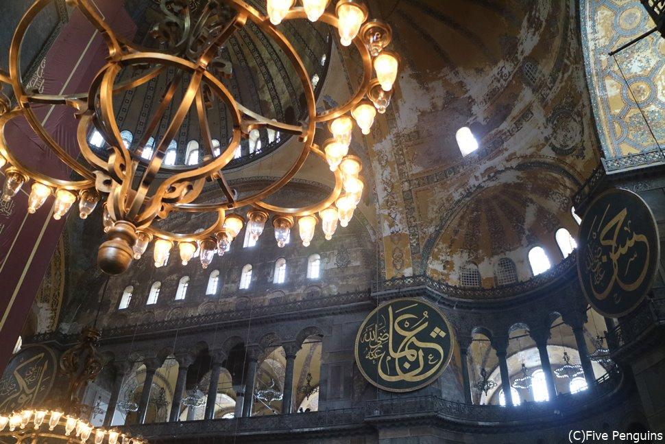 キリスト教とイスラム教の文化が入り混じるアヤソフィア