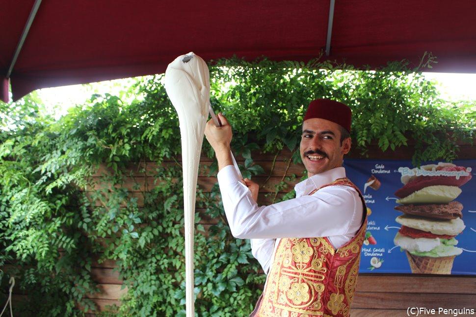 本場のトルコアイスを食べに行ってみる?