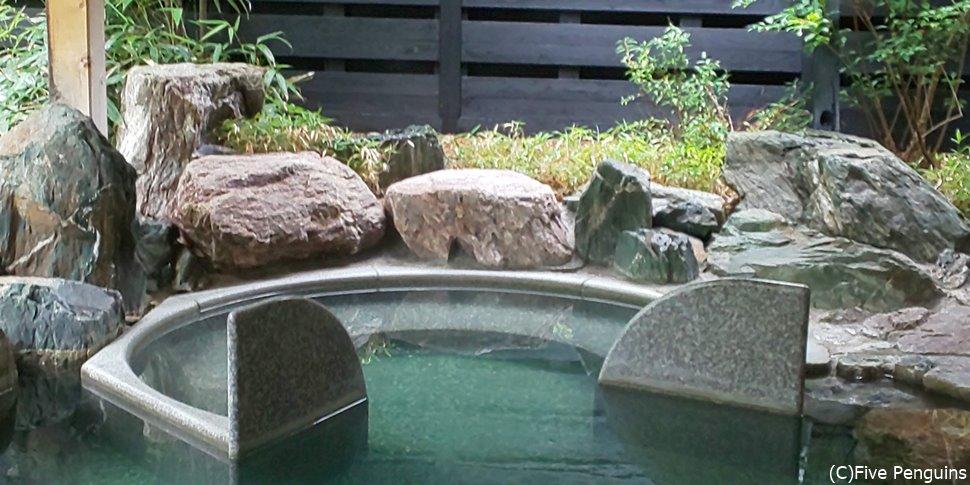 大浴場の露天風呂は小さめ