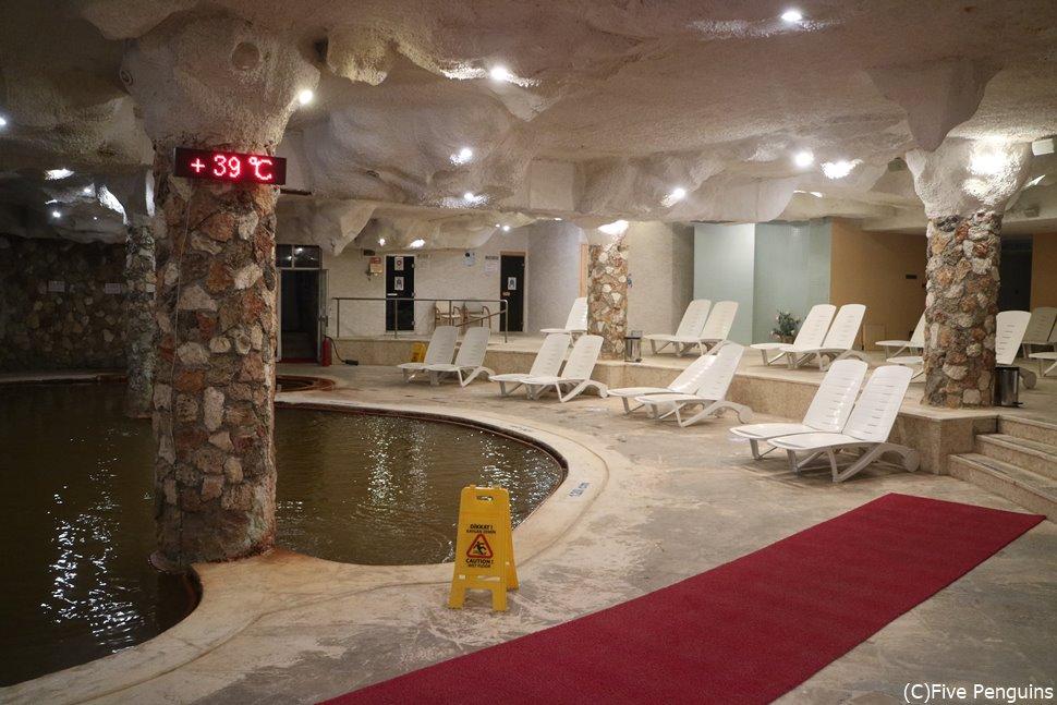 温泉ホテルの室内プール(パム・サーマル・ホテル)