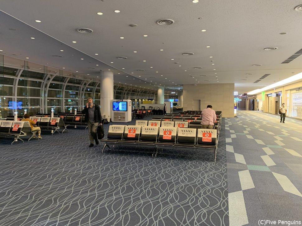 利用客は数えられるほどしかいない羽田空港。