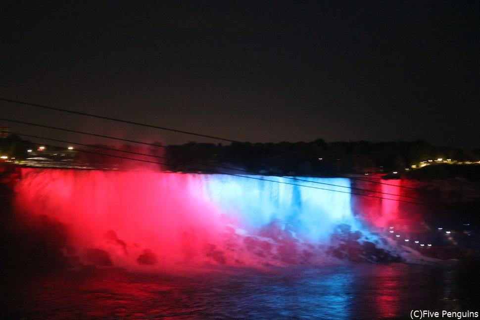 ナイアガラの滝のライトアップ