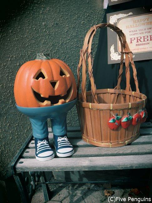 ハロウィンの飾りつけがされたナイアガラオンザレイクの街