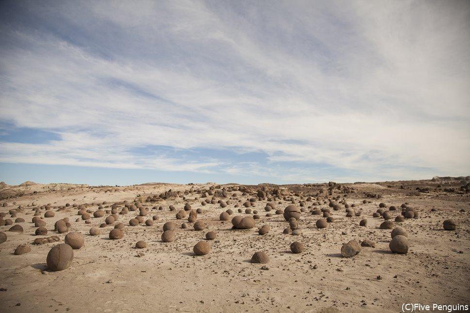 丸石が散らばるカンチャ・デ・ボチャスス(イスチグアラスト州立公園)