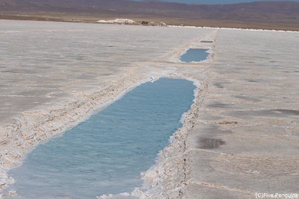 南米で3番目に大きな塩湖サリーナス・グランデス<サリーナス・グランデス>