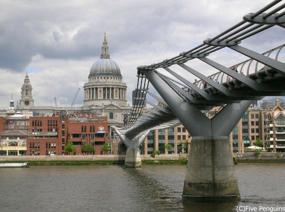 ロンドンのミレニアム・ブリッジ