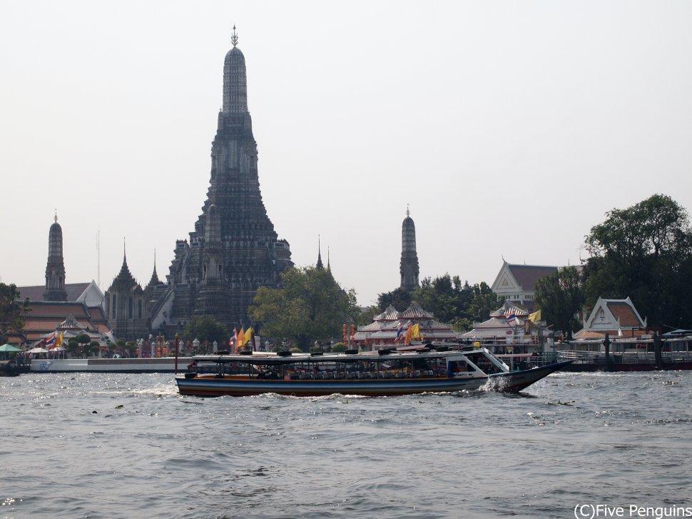 ワット・アルンの写真 タイは旅行回廊リストに入ってるので乗継ぎOK?