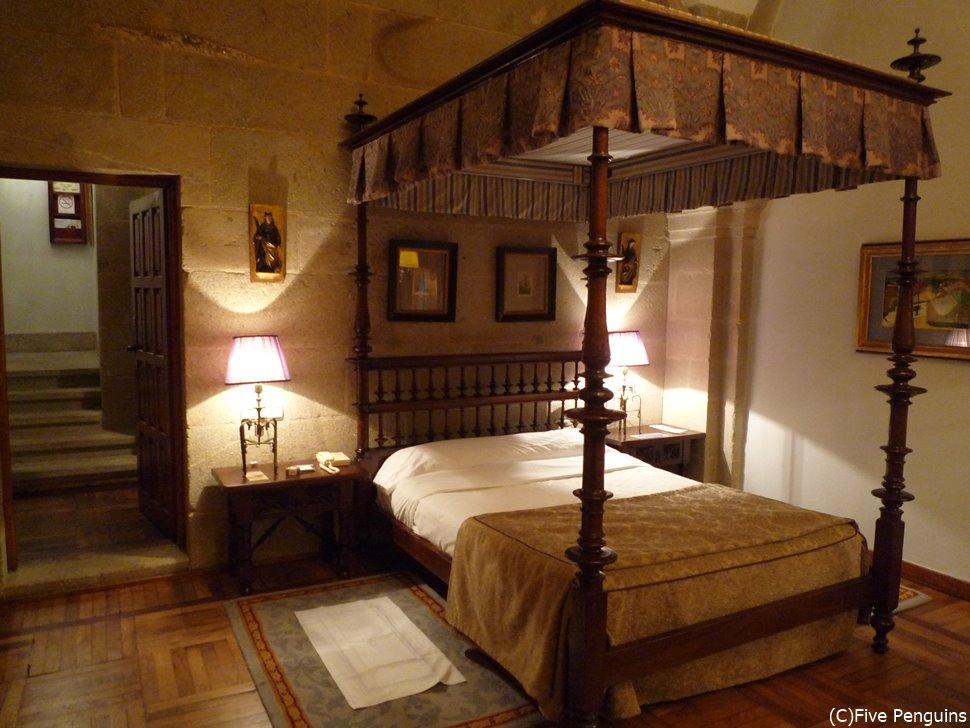 アンティークな家具はムード満点。聖地にピッタリの雰囲気です。