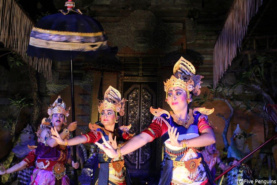 伝統舞踊(レゴンダンス)