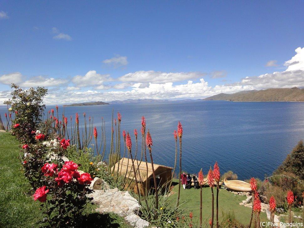 太陽の島からチチカカ湖を眺望<チチカカ湖>