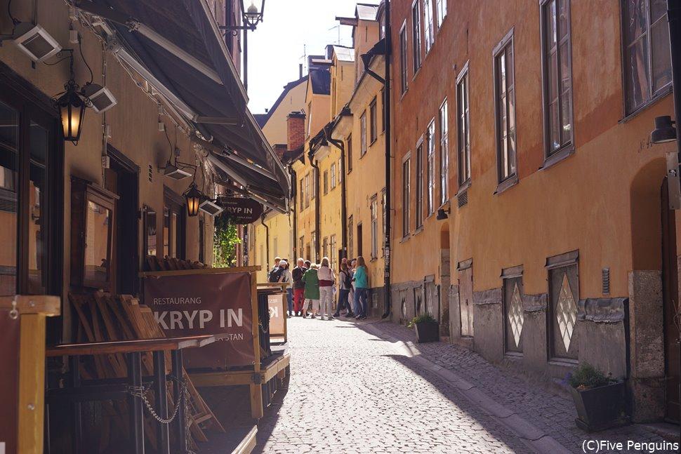 街の至る所に見られる鉄の壁飾りは、「魔女の宅急便」でも再現されています
