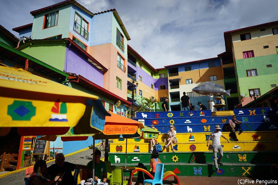 カラフルな街並みのグアタぺ<コロンビア>