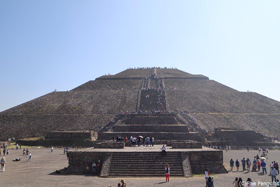 テオティワカン遺跡「太陽のピラミッド」<メキシコシティ>