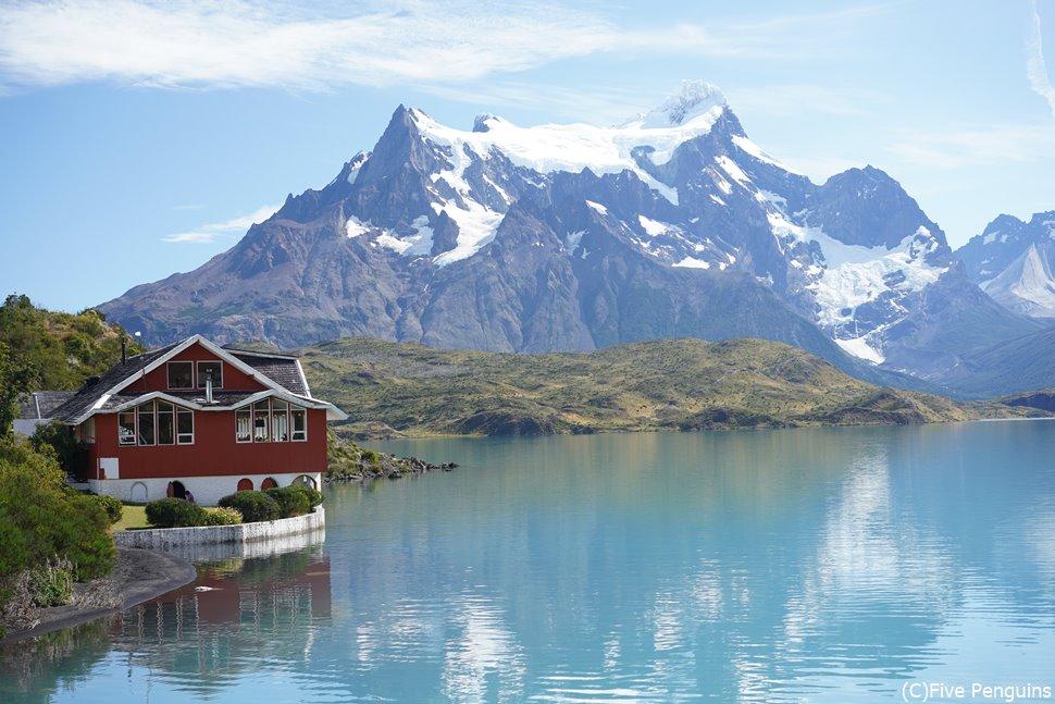 パイネ国立公園の湖上に浮かぶレストラン<チリ>