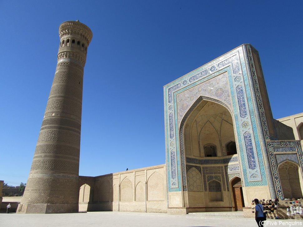 イスラム世界の文化的中心地 ブハラのカラーンモスクとカラーンミナレット