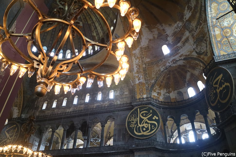 一度の旅行でキリスト教とイスラム教の国を楽しむのも!