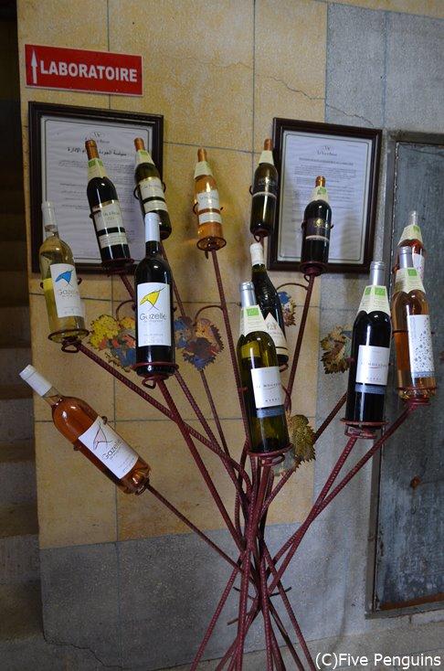 展示の仕方がお洒落なワイン工場。