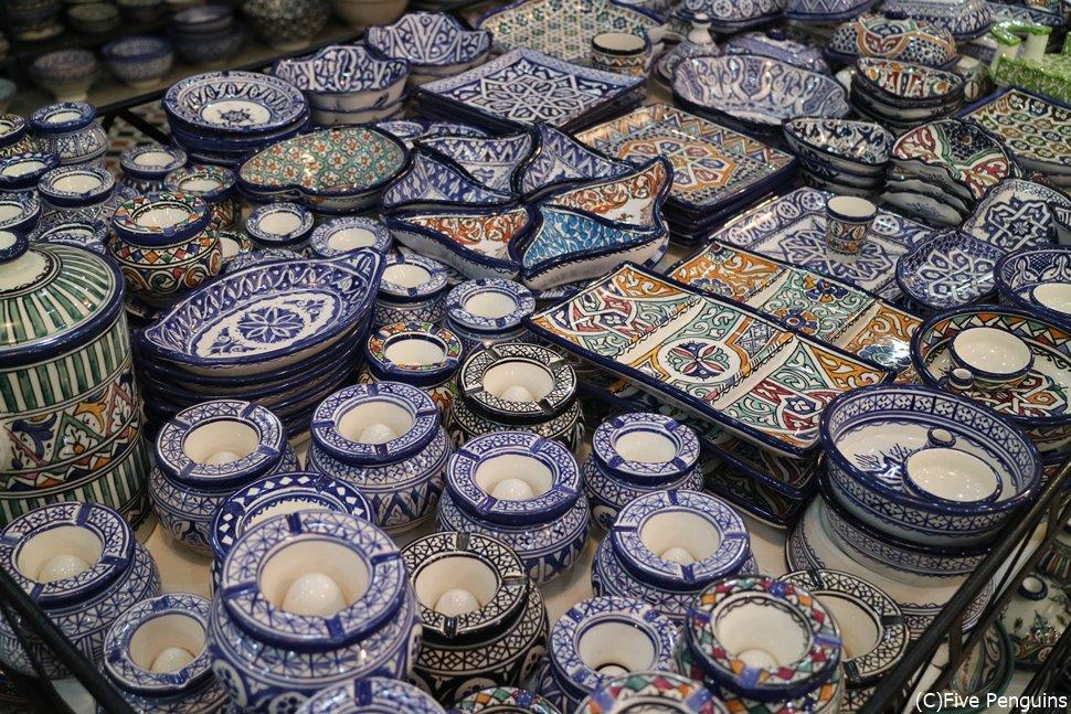 フェズのモザイク職人学校の陶器。