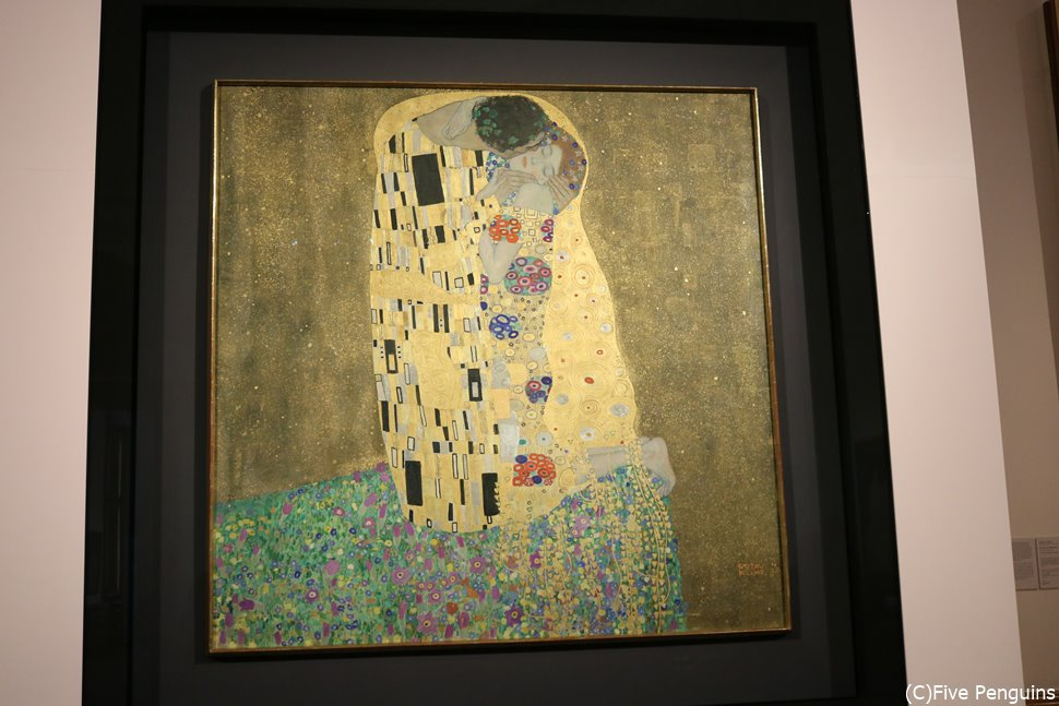 ベルヴェデーレ宮殿上宮内の美術館にあるクリムトの「接吻」