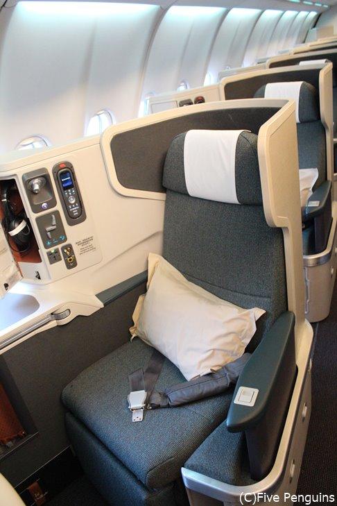 世界の航空会社ランキング上位のキャセイパシフィック ビジネスクラスシート