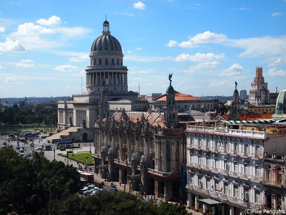 旧国会議事堂(El Capitolio)とガルシア・ロルカ劇場(Teatro Garcia Lorca)