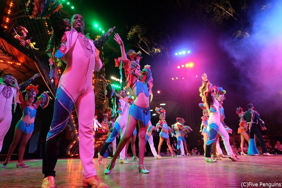 ハイグレードな歌とダンスのショー。そして圧巻のスタイル!<キャバレー・トロピカーナ>