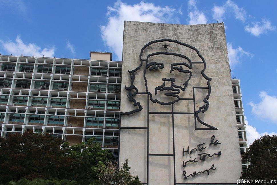 革命広場のチェ・ゲバラの肖像 <ハバナ>