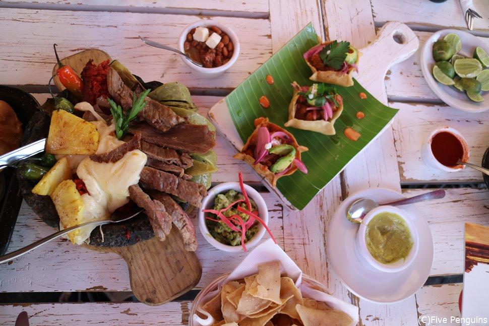 グアナファトの石焼料理。メキシコ古来の石臼、モルカテヘがいい味出してます。