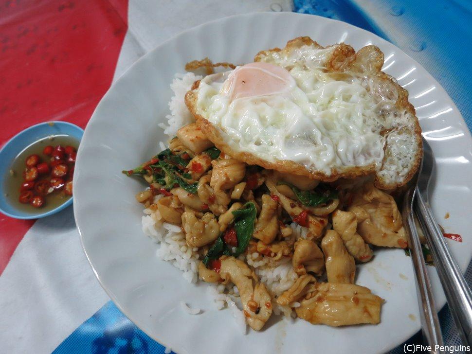 タイ料理ガパオ!想像以上に辛く、辛いもの苦手な私の舌がやられました。