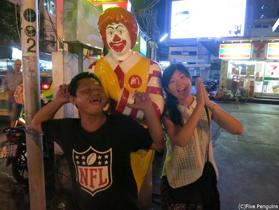 タイに来たら何度このポーズで写真を撮るだろうか