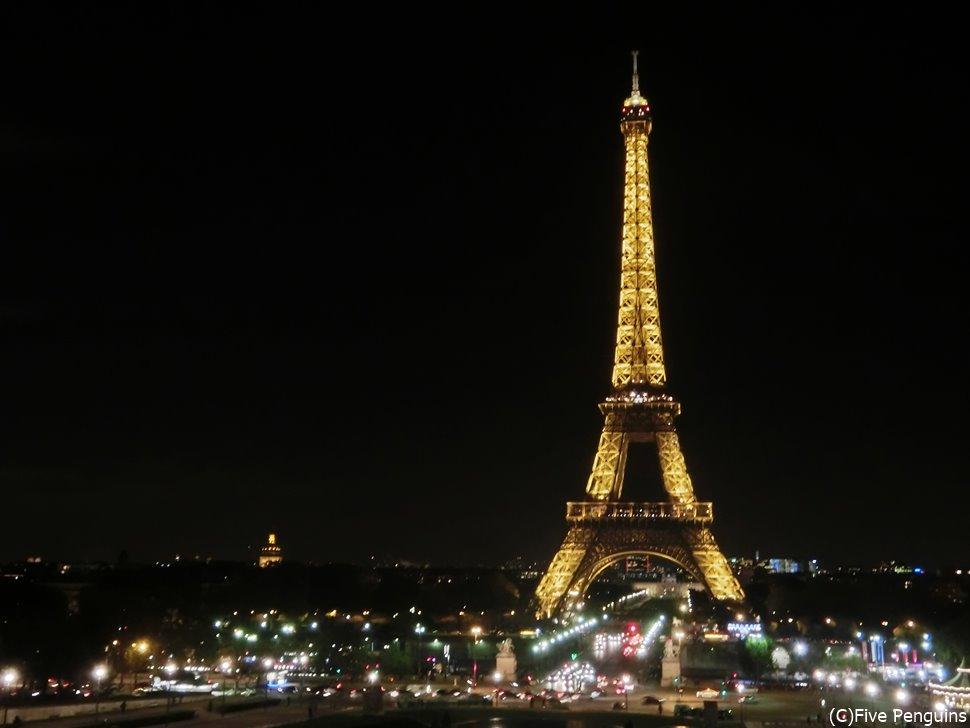 夜になると美しさが増す、鉄の貴婦人エッフェル塔!
