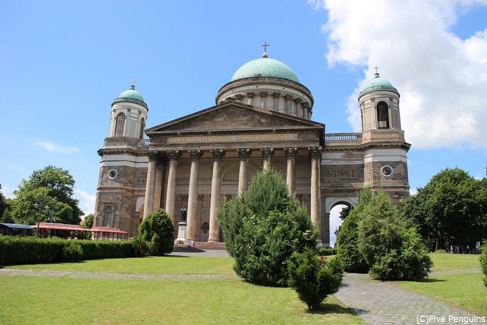 ハンガリー カトリックの総本山のエステルゴム大聖堂<エステルゴム>