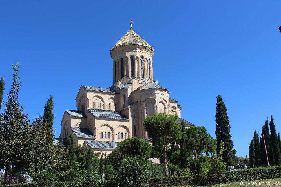 ジョージア聖教の総本山ツミンダ・サメバ大聖堂<トビリシ>