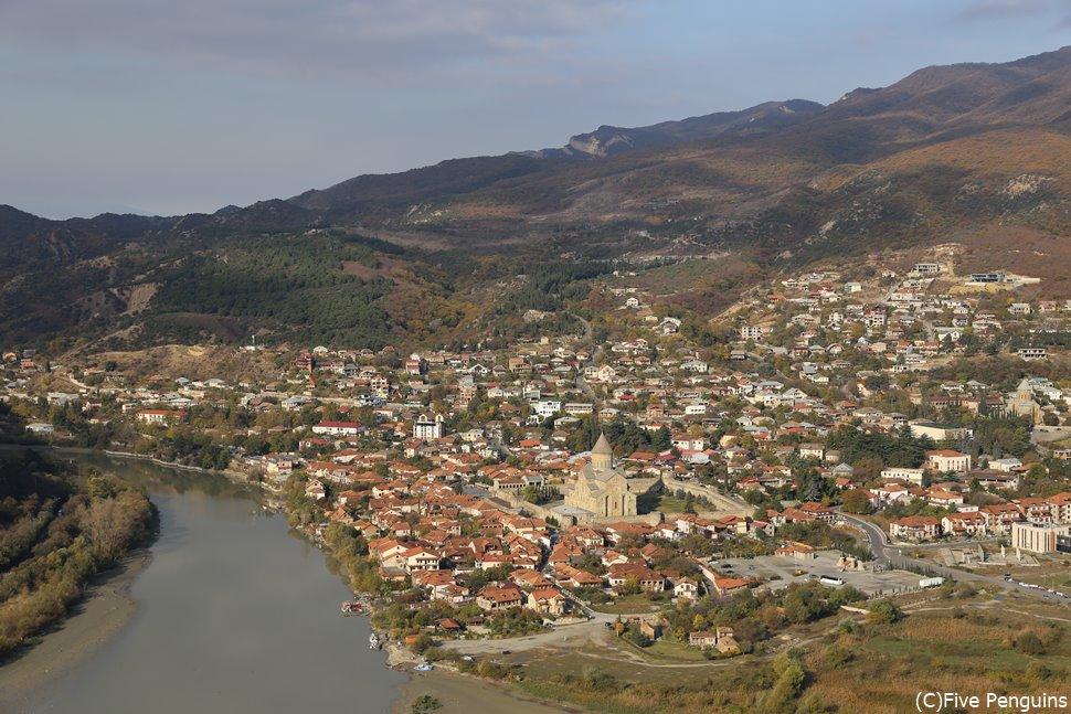ジュヴァリ修道院からのムツヘタの町並みは絶景<ムツヘタ近郊>