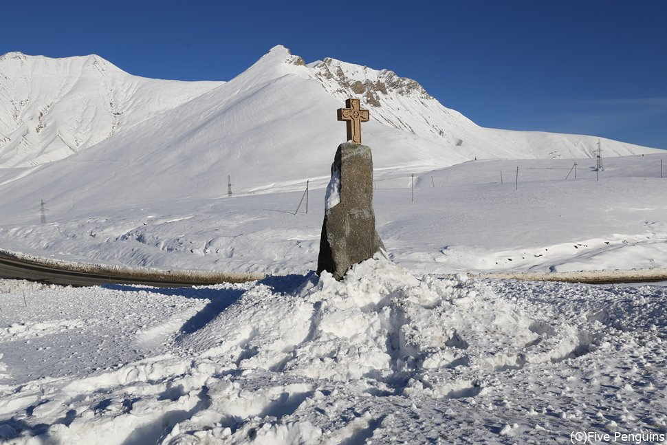 11月でも積雪の多い十字架峠<ジョージア軍用道路>