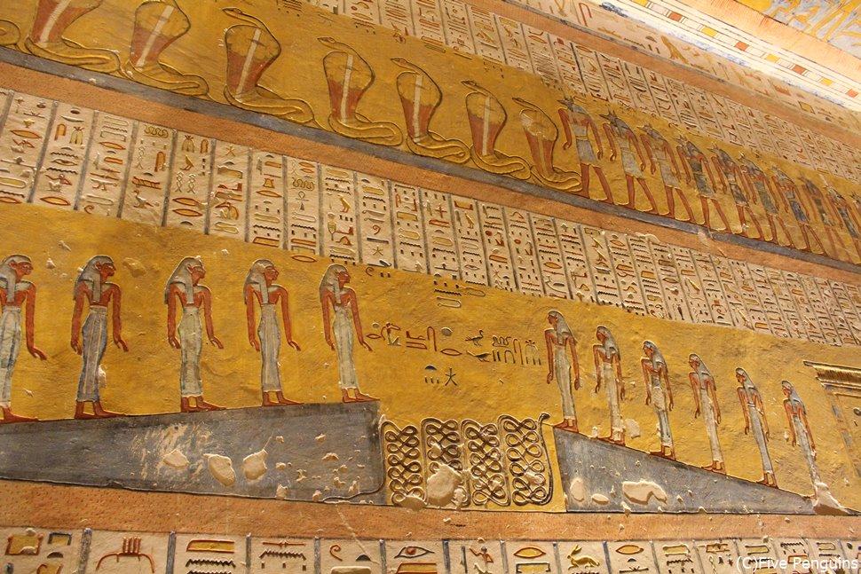 ラムセス4世の墓の壁画は鮮やかな色合いで人気