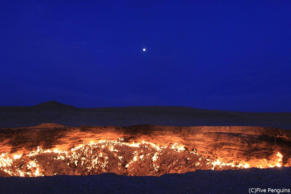 もうすぐ夜が明ける頃。この時間帯の地獄の門の姿は感動的です