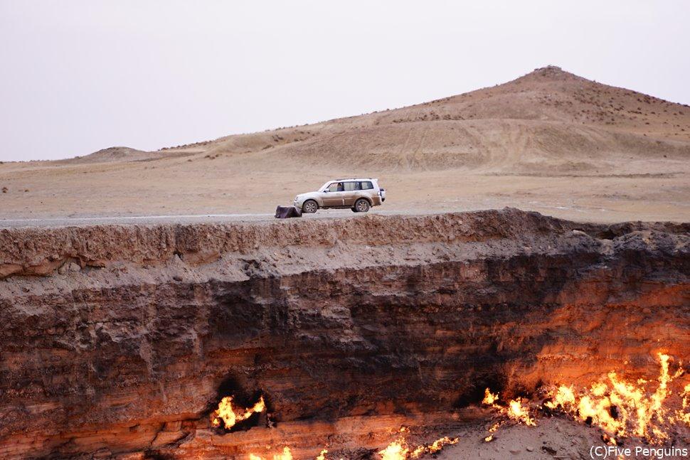 ダルヴァザにある地獄の門の昼間の光景