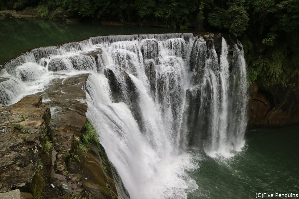 まるでナイアガラの滝!?十分瀑布
