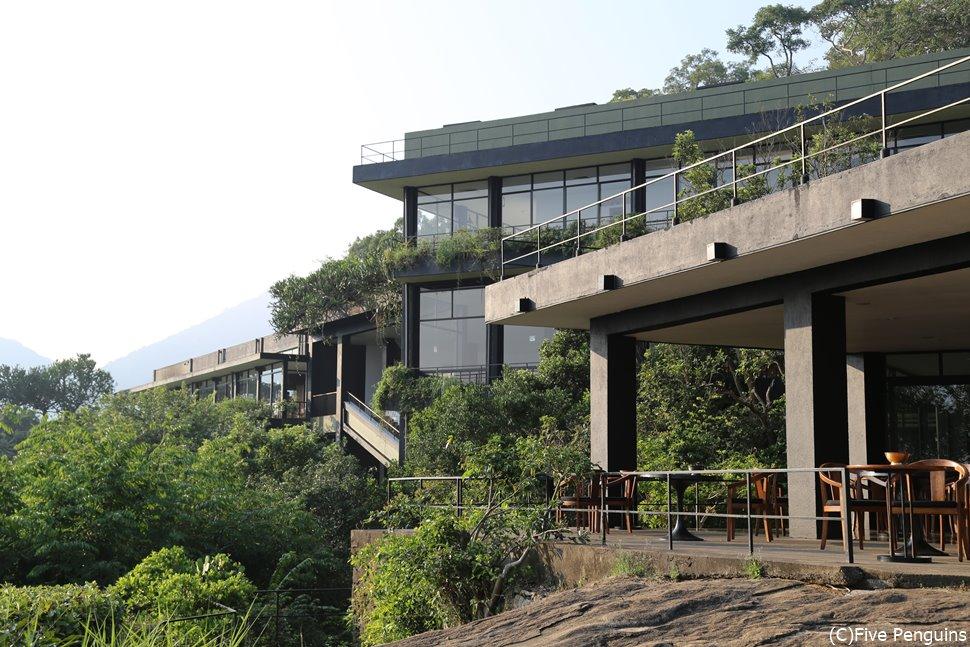 「ヘリタンス・カンダラマ」自然と融合したバワ建築の傑作